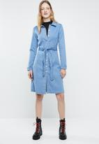 Vero Moda - Julia belted denim dress - blue