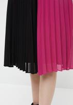 Vero Moda - Sol calf skirt - black & pink
