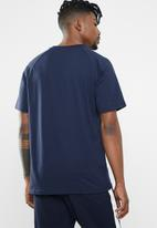 New Balance  - NB athletics raglan tee- navy & purple