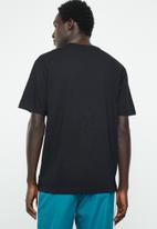 New Balance  - Essentials 90s three ns tee - black
