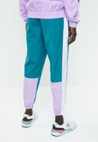 New Balance  - NB athletics windbreaker pant - green & white