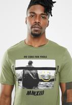 Only & Sons - Gabriel short sleeve tee - green