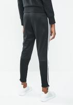 adidas Originals - Striker trackpants - black