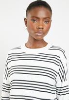 Noisy May - Helen long sleeve shilo hem top - black & white