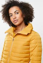 Tokyo Laundry - Honey high neck puffer jacket - yellow