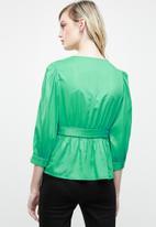 Vero Moda - Scarlet 3/4 midi wrap top - green
