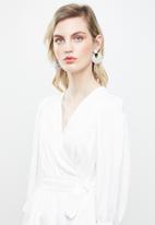 Vero Moda - Scarlet 3/4 midi wrap top - white