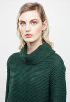 Jacqueline de Yong - Baskina long sleeve roll neck pullover top - green