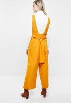 Superbalist - Woven jumpsuit with tie back - yellow