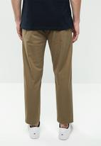 Superbalist - Pleated cropped tapered chino - taupe