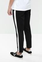 Superbalist - Cropped slim fit taped chino - black & White