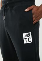 New Balance  - Essentiala NBTC sweatpant - black