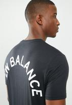 New Balance  - Arch graphic tee - black
