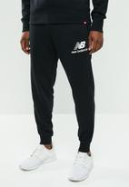 New Balance  - Essentials stacked sweatpant - black