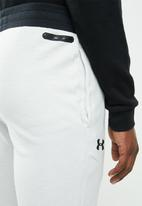 Under Armour - Unstoppable 2x knit jogger - grey