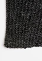 Superbalist - Moss stitch scarf - black & charcoal