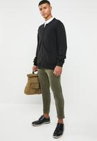 Superbalist - Slim fit cropped corduroy chino - olive
