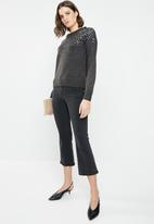Jacqueline de Yong - Sparkle long sleeve cropped pullover - charcoal
