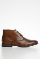 Call It Spring - Laroan boots - cognac