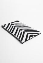 Superbalist - Chevron blocked scarf - black & white