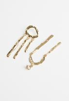 Superbalist - Poppy mismatched earrings - gold
