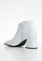 Vero Moda - Janna leather ankle boot - white