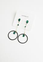 Superbalist - Spencer drop earrings - black & green