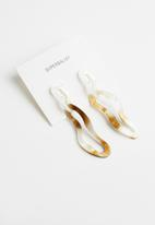 Superbalist - Abstract drop earrings - brown & white