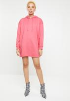 Missguided - Oversized hooded sweater dress - pink