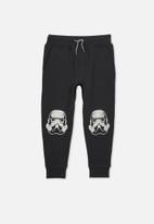 Cotton On - Slouch vader patches trackpants - black