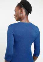 edit - 3/4 Sleeve top with chain - blue