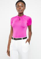 edit - High neckline short sleeve top - pink