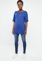 edit - Tee with back detail - blue