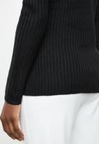 edit - Essential ribbed round neck jersey - black