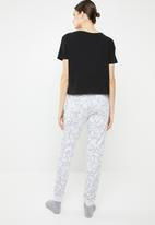 New Look - Lazy sloth jogger pyjama set - multi