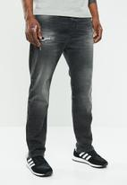 Diesel  - D-vider straight leg carrot cut jeans - black