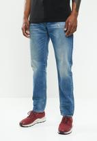 Diesel  - Larkee-beex regular taper denim jeans - blue