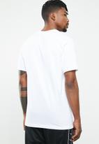 Nike - Nike seasonal statement T-shirt - white