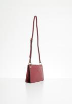 MANGO - Textured envelope bag - burgundy