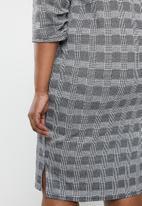 edit Plus - Sleeve detail shift dress - black & white