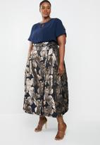 AMANDA LAIRD CHERRY - Plus size sphe brocade wrap skirt - navy & beige