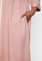 AMANDA LAIRD CHERRY - Plus size nomalizo midi dress - pink