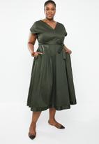 AMANDA LAIRD CHERRY - Plus size zweli v neck dress - olive