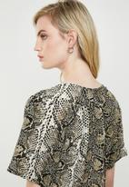 Superbalist - Tie front blouse snake print blouse - multi