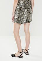 Superbalist - Soft snake print shorts - multi
