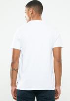 Levi's® - Graphic set in neck 2 hm photo 2 - white