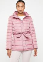 Jacqueline de Yong - Belted jacket - pink