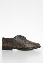 Cotton On - Snakeskin faux skin faux leather stud brogue - brown