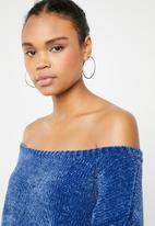 Missguided - Chenille off shoulder knitted jumper - blue