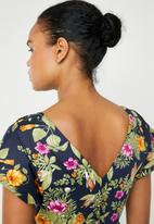AMANDA LAIRD CHERRY - Mia V-neck knee length dress - multi